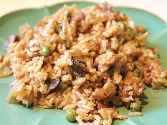 Бурый рис с грибами и овощами